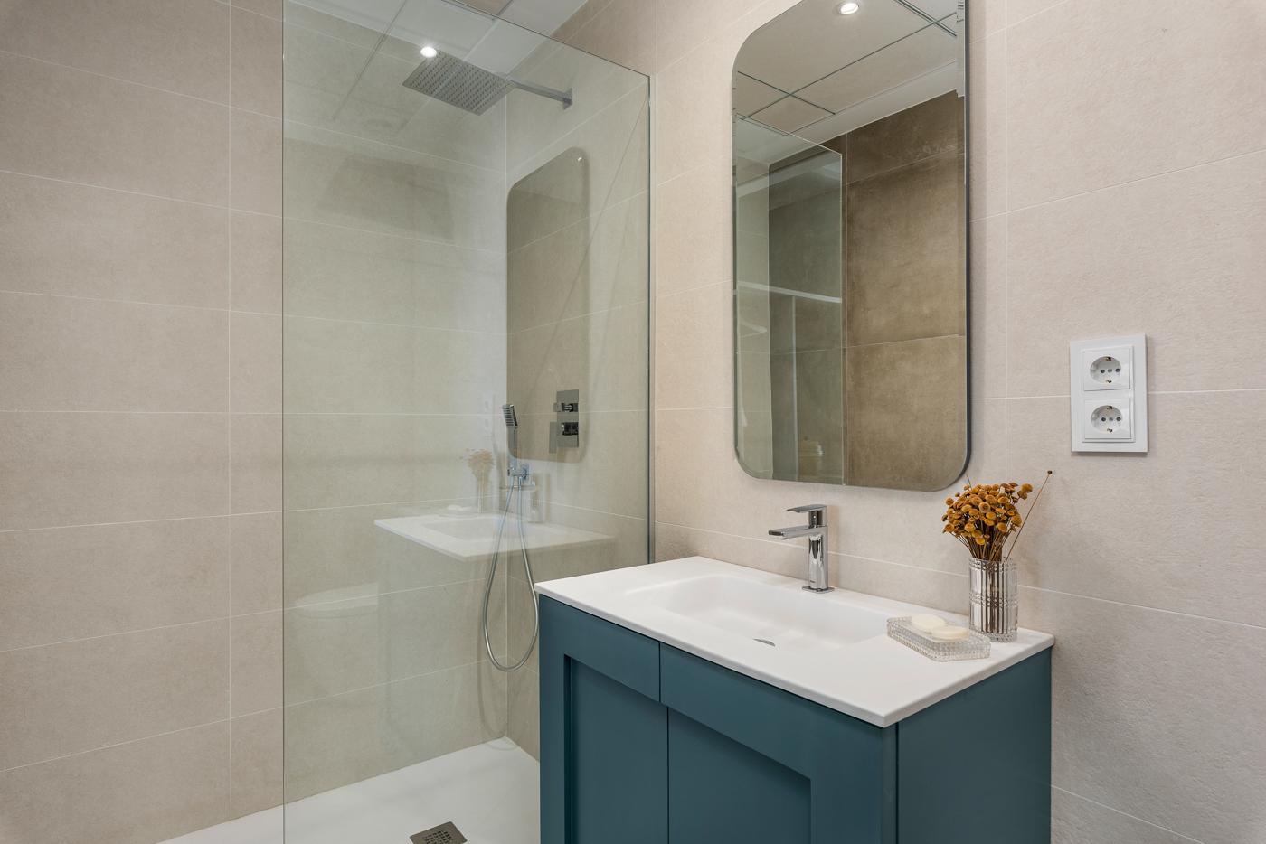 34 - Paris V - 1st Room Bathroom